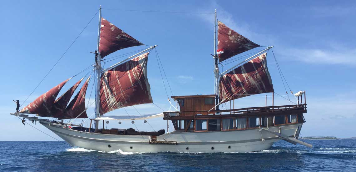 Liveaboard Cruise in Komodo National Park with Villas Chocolat Bali